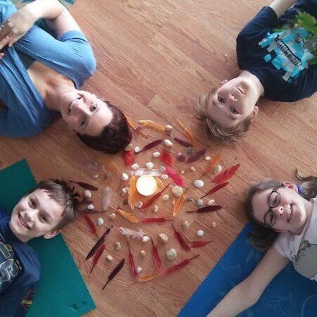 Kids-in-circle-900-800x450